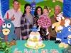 A aniversariante Luiza, com os pais e os avós paternos, Nildo e Regina