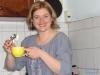 Previo a la llegada de las invitadas , Dahiana preparo su propia torta