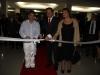 O prefeito municipal Wainer Machado, empresário Nicolas Galanos e sua esposa Maria Galanos, cortando a faixa simbólica na inauguração dos hotéis - Foto Daniel Badra