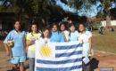Professora Vera Sales e alunas do oitavo ano representando o Uruguai no evento da pré-copa. Foto: MAIKO CUNHA/AP