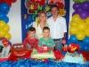 Los cumpleañeros posan para foto, con sus papás Washintong y Beatriz