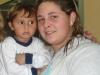 Mamá disfruta de la fiesta del Colegio con su hijo Enzo