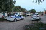 Camino Denis, móviles policiales en la zona del allanamiento realizado. Foto: Marcelo Pinto/AP